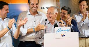 Los dirigentes provinciales y de la capital del Partido Popular celebran la victoria.