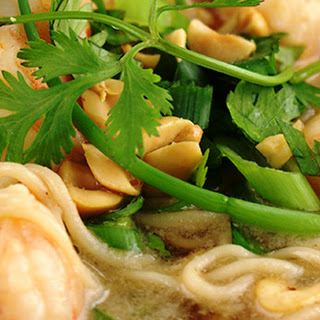 Asian Shrimp Noodle Bowls (Fresh Flavors Oct' 14)