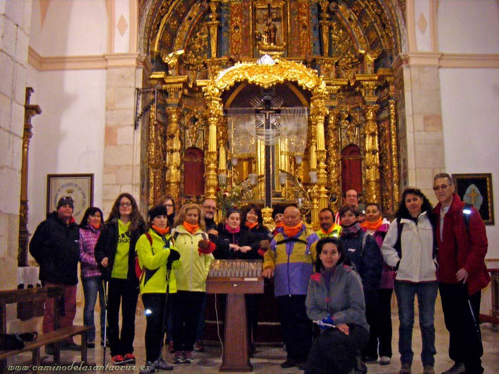 Peregrinos con La Santa Cruz
