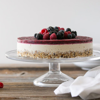 Raw Mixed Berry and Vanilla Bean Cheesecake