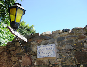 Photo: Colonian tyypillinen katunäkymä - lamput esiintyivät useimmissa turisteille tarkoitetuissa matkamuistoissa (me otimme vaan kuvan)