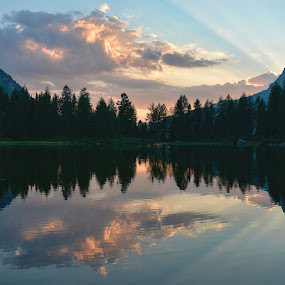 Rays of light by Andrea Magnani - Landscapes Sunsets & Sunrises ( sunset, andrea magnani fotografia, landscape photography, reflections, lake )