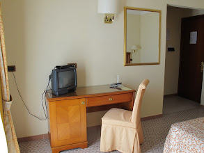 Photo: It.s4HR34-141009San Giovani Rotondo, hôtel Le Terrazze, chambre, coin bureau  IMG_5822