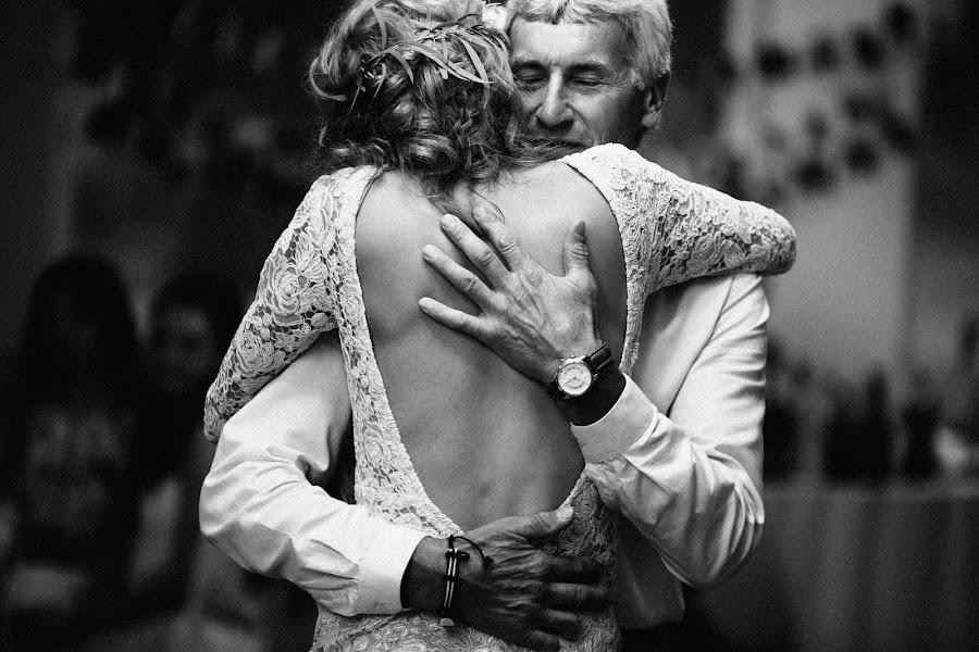 Wedding photographer Vasiliy Tikhomirov (BoraBora). Photo of 13.10.2015