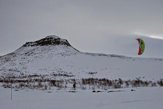Kuva: Tuulentie hiihtäjää vie, ...  Taustalla Saivaara