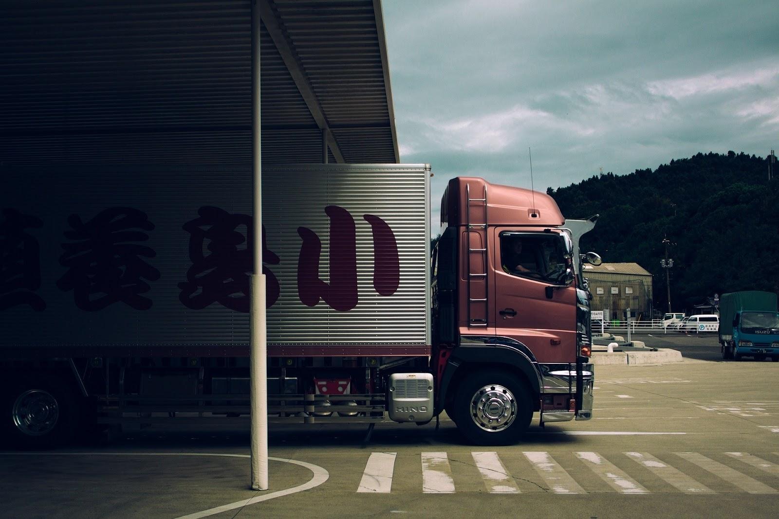 truck-1030846_1920.jpg