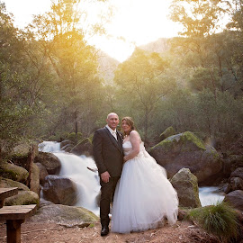 Love flows by Gary Bradshaw - Wedding Bride & Groom