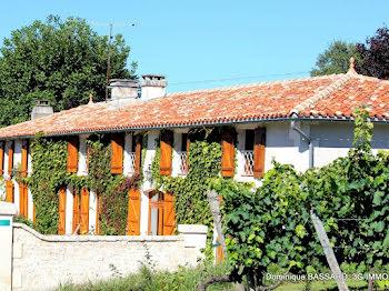 villa à Brie-sous-Barbezieux (16)