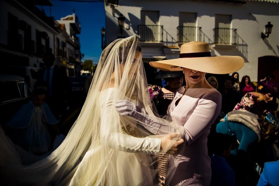 Wedding photographer Olmo Del Valle (olmodelvalle). Photo of 08.04.2019
