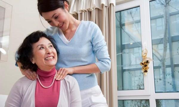Tuyệt chiêu giúp lấy lòng mẹ chồng khó tính cực hay
