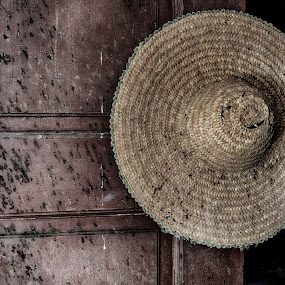 Old hat  by Ana Paula Filipe - Artistic Objects Antiques ( door, old, hat, decay, object )