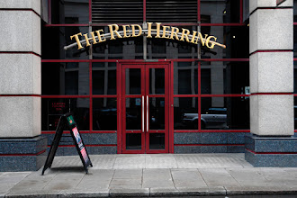 "Photo: Not misleading, just ""The Red Herring"". City of London."