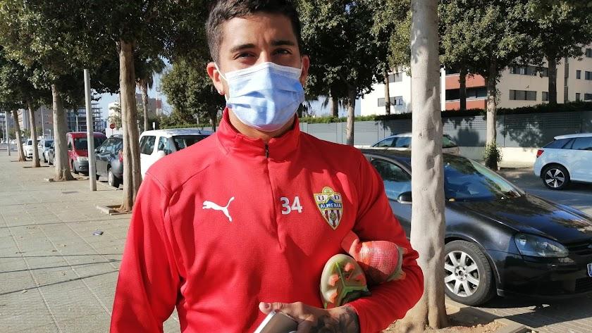 LA VOZ estuvo este domingo con el jugador antes del entrenamiento del Almería B.