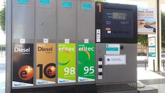 Las nuevas etiquetas ya están en algunas gasolineras.
