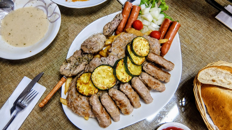雙人燒烤,客官啊! 這樣的肉,我們四個人都吃不完了...XDD