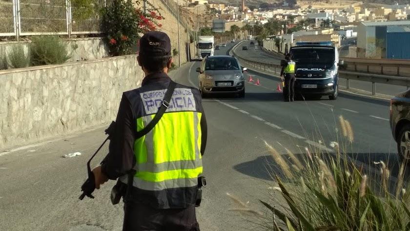 Control de la Policía Nacional a la salida de la capital.