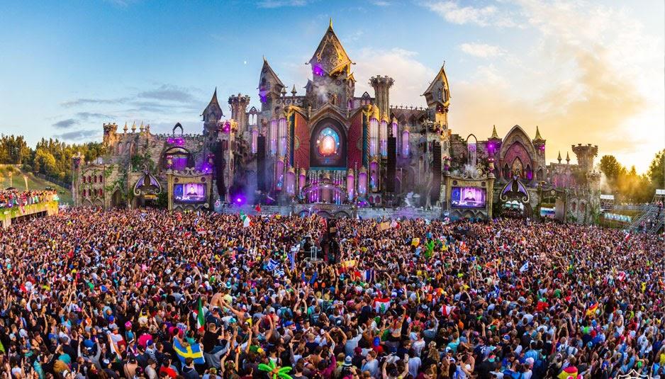 Tomorrowland scène château