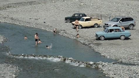 Anders als in Aserbaidschan führen die Flüssen und Bäche in Georgien reichlich Wasser.