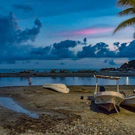 Sea Vibes by Andrius La Rotta Esquivel - Transportation Boats ( amazing, seascape, mexico, sea life, sunset, boats, twilight, photography, transportation )