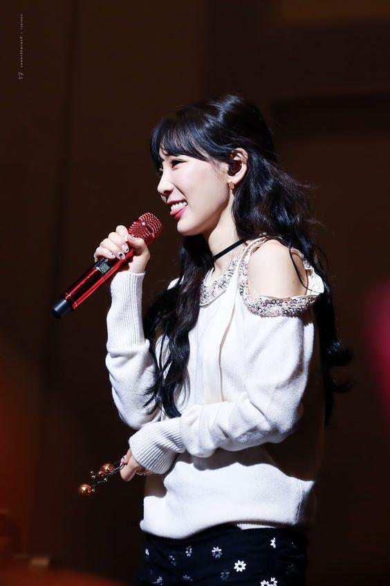 taeyeon shoulder 28