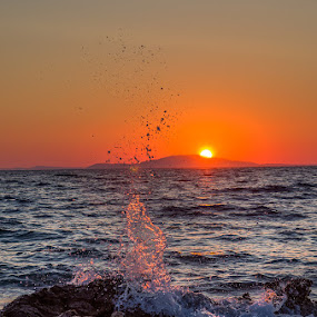Sunset and water by Tomaž Mikec - Landscapes Sunsets & Sunrises ( water, water drops, waves, sunset, drops, sea, sun )