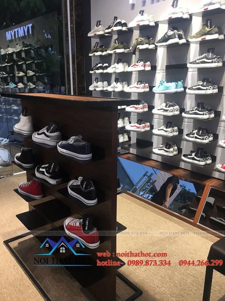 thi công shop giày nam 10
