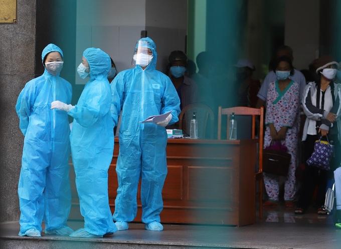 14 bác sĩ, điều dưỡng, kỹ thuật viên nhiễm bệnh, ngành y tế Đà Nẵng đối mặt áp lực lớn