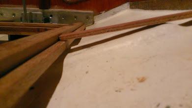 Photo: Siderne skal klædes med plade med pålimet finer. Her ses et smig. Smigene ændrer vinkel fra for til agter.