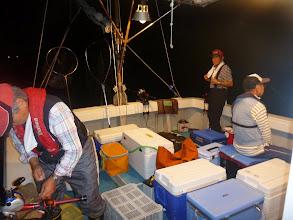 Photo: 「エサ釣り」でおなじみのベテラン3人衆。 出だしは全く喰いません。