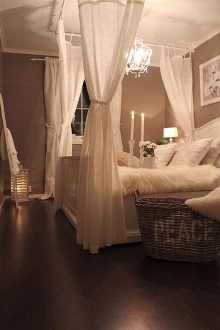 Phòng ngủ với những màn rèn mỏng nhẹ nhàng và quyến rũ