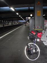 Photo: Warten auf den Zug