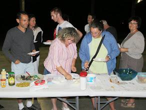 Photo: Choix cornélien pour Anna devant le plateau de fromage