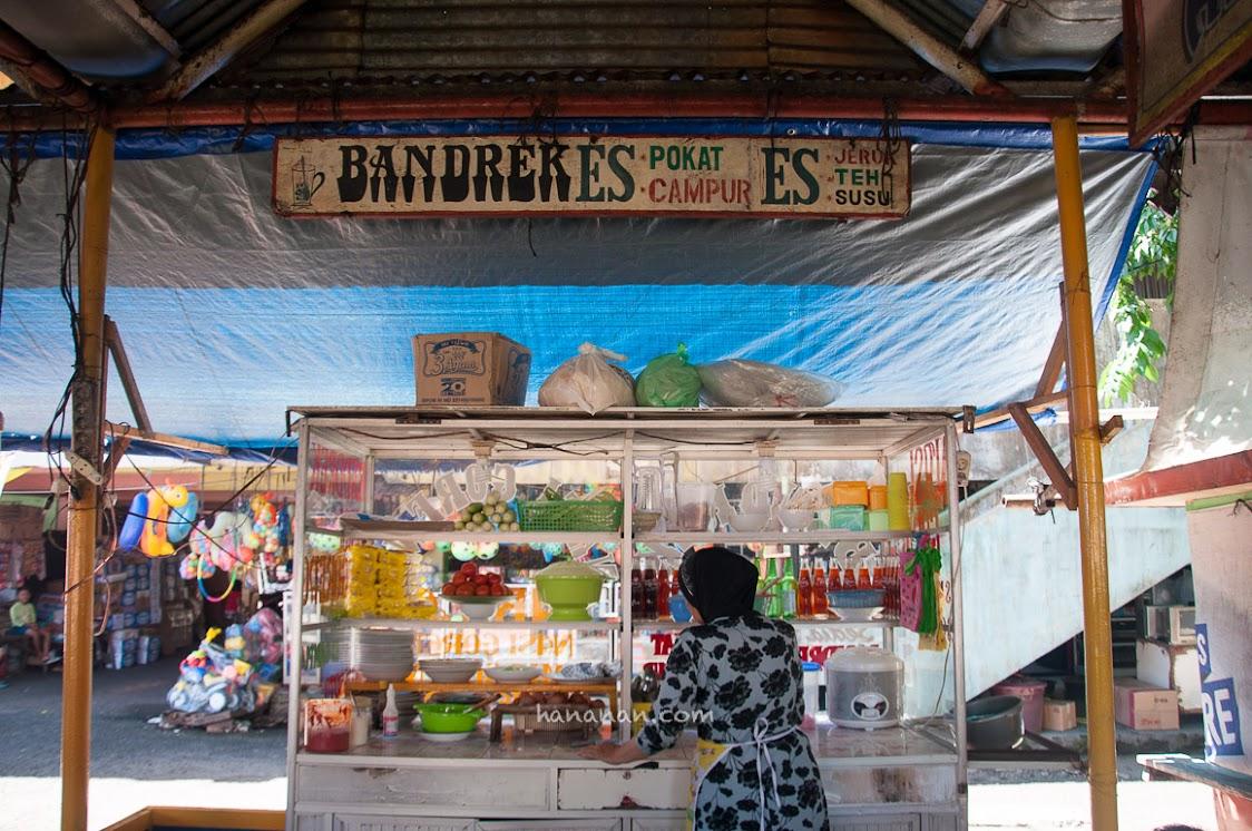 Kepanasan berjalan-jalan di Bengkulu, mampir deh ke Brokoto dan nikmati Es Pokatnya. Enak banget!