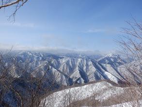 滝波山(左)から平家岳(右)の山並み