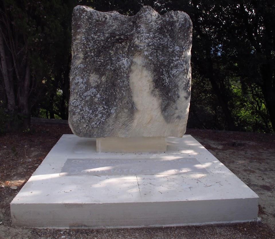 tombe de l'architecte Georges Henri Pingusson à Taulignan en Drome Provençale