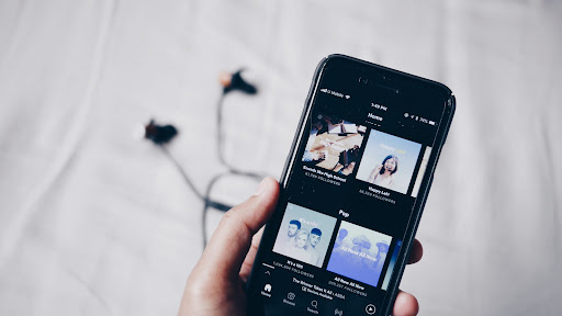 How much mobile data does Spotify use?