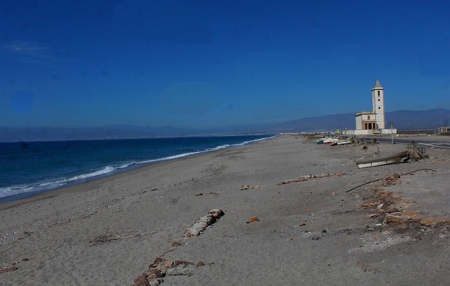 Parque Natural Cabo de Gata-Níjar, playa e iglesia de las Salinas.