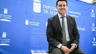Javier A. García posa para LA VOZ en la Diputación Provincial.