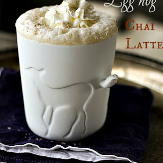 Eggnog Chai Latte {+eggnog coffee latte recipe} | Make Ahead Mondays.