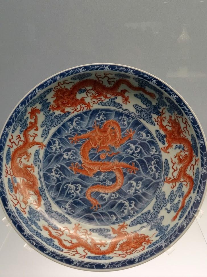 Plat en céramique au Musée de Shanghai