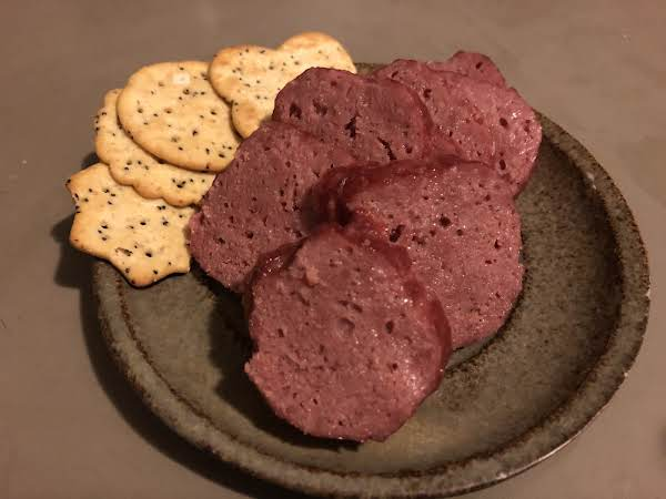 Sliced Beef Stick With Crackers