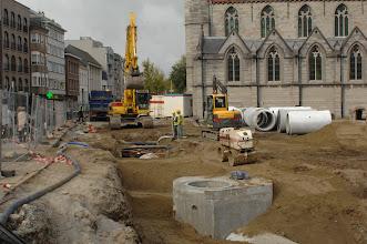 Photo: Heraanleg Kerkplein: Problemen met buizen, nutsleidingen, rioleringen die mekaar moeten kruisen... Eenvoudig is het niet!