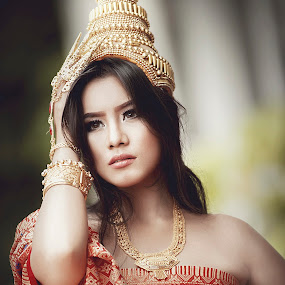 Thai Lady by ARE Samudra - People Portraits of Women ( available light, gresik, model, woman, thai, beauty, portrait )