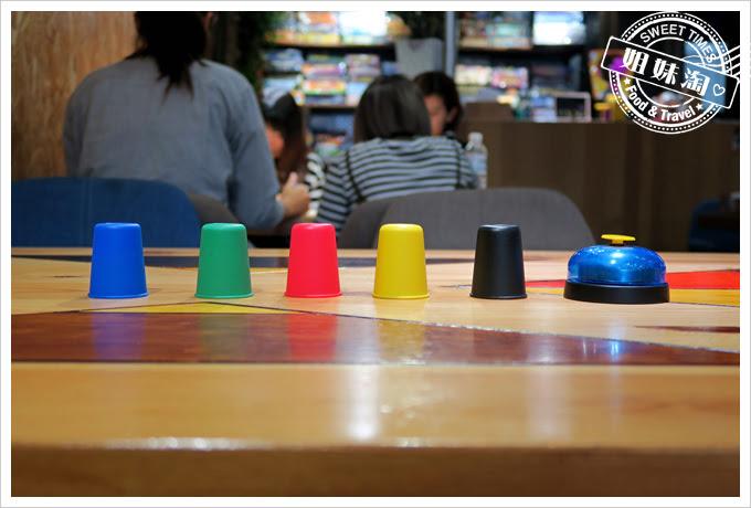 桌遊快手疊杯教學