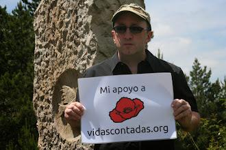 Photo: David en el monolito del Alto de Igal. Homenaje a los esclavos del franquismo por Memoriaren Bideak.