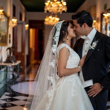 Fotógrafo de bodas Cuauhtémoc Bello (flashbackartfil). Foto del 17.03.2018