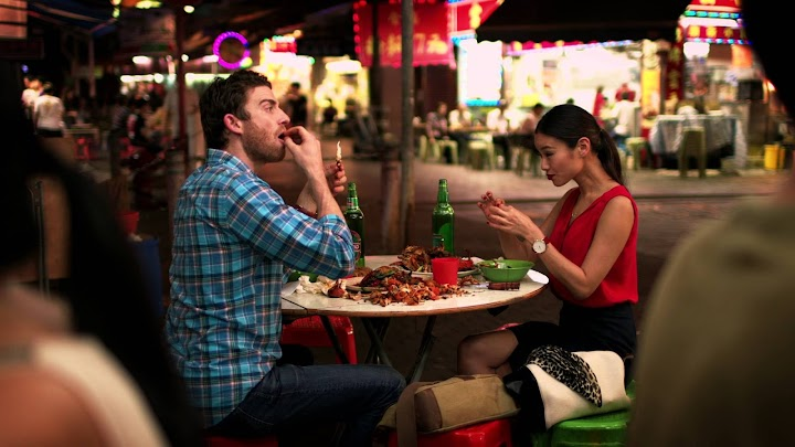 how to add romance into your first date