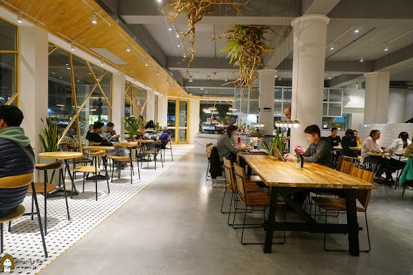 新崛江寬闊簡約的森林系咖啡廳|輕食甜點美味誘人|咖啡覺醒(中山店)