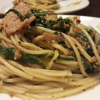Spaghetti tossed with Spinach, Mushrooms & Minced Beef.