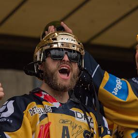 Wade Bergman celebrating championship by Lindberg-Photo.dk, Mathias Lindberg - Sports & Fitness Ice hockey ( lindberg, danmark, lindberg-photo, lindberg-photo.dk, mathias lindberg, denmark, esbjerg, celebration, torvet i esbjerg,  )